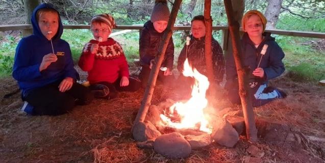 Hoppukastalar, heimsókn og ævintýraferð
